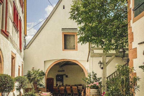 Bild - Weingut Nägele Innenhof - Pfalz